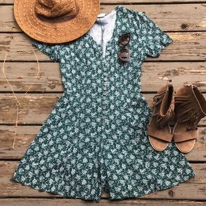 Vintage}• green floral button down romper